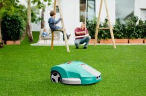Bosch Indego Akku-Mähroboter im Garten